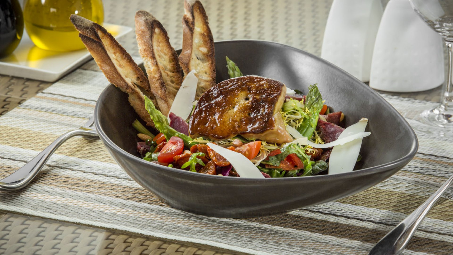 Déjeuner au restaurant Les Caroubiers